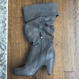 Gray Suede-Like Material Heeled Boots Size 7